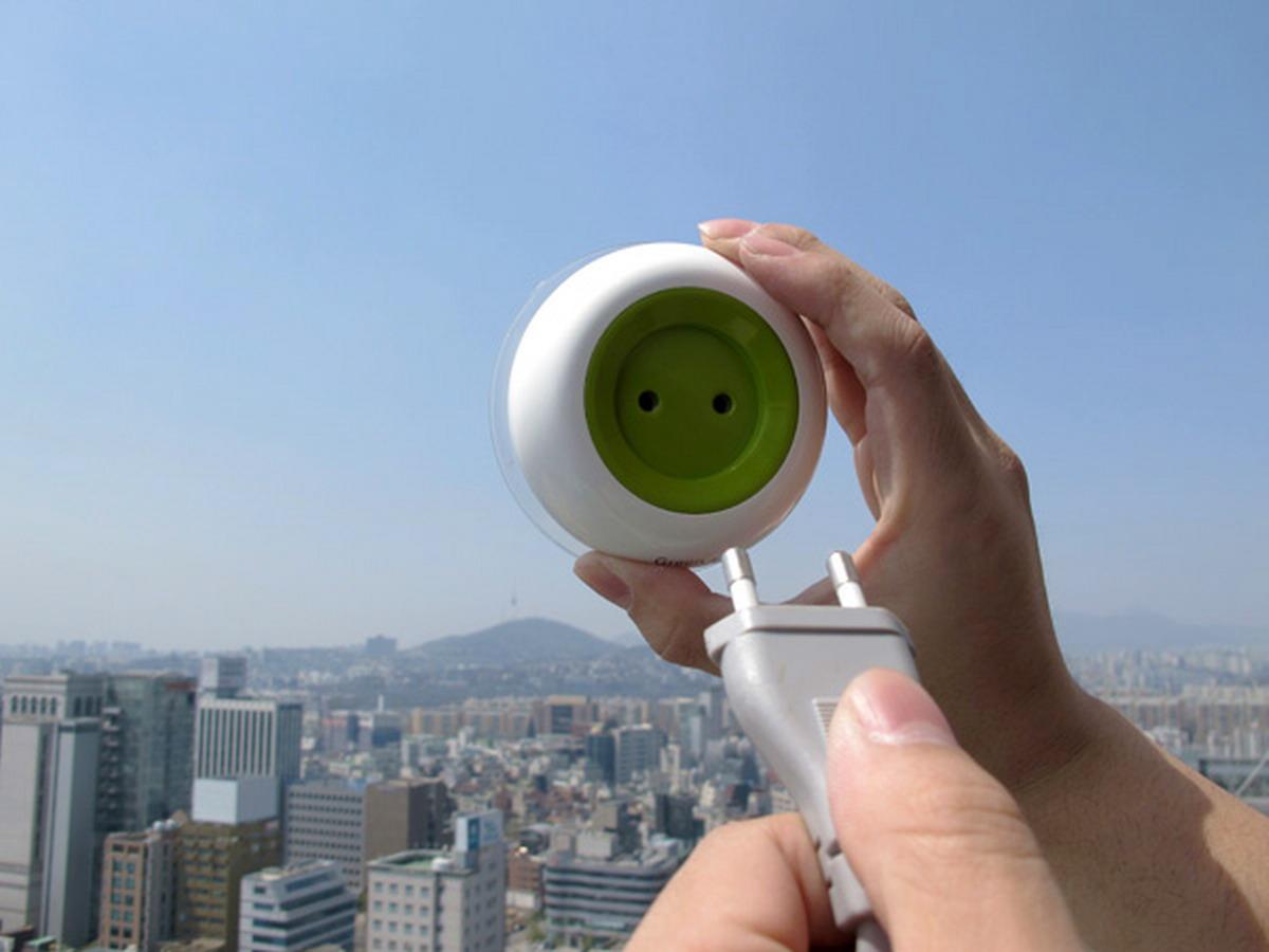 Solar powered window socket: How does it work